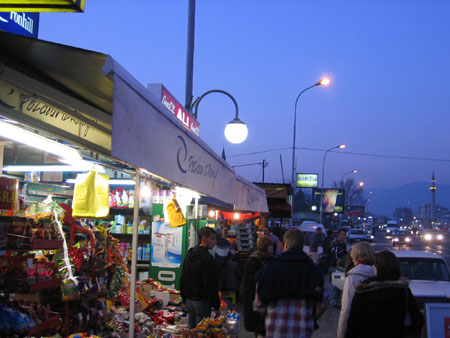 Market on Albanina side